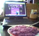 gezellig eten, samen met mister Laptop