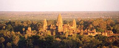 De tempel Angkor Wat is een tempel in de Cambodjaanse provincie Siem Reab, en wordt beschouwd als het grootste religieuze bouwwerk ter wereld. De tempel is een van de belangrijkste overblijfselen uit de periode van het Khmer-rijk. Rond de tempel lag de stad Angkor Wat. >>> go see wikipedia