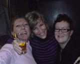 S, A en J in cafe Visser, op de nieuwjaarsreceptie.